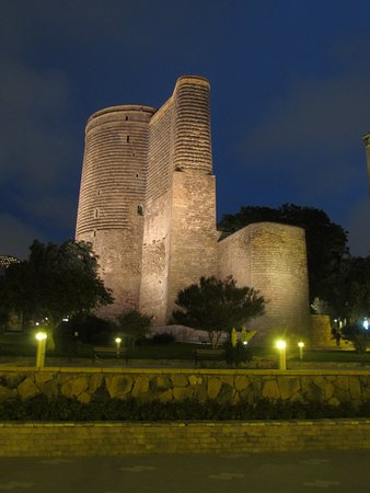 برج دختر در باکو از مهمترین دیدنی های تور باکو