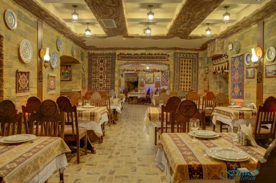 لذت طعم های محلی در رستوران فیروزا در باکو