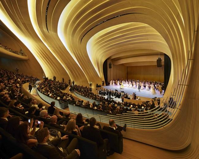 مرکز فرهنگی حیدر علی اف باکو، یکی از زیباترین عمارت های آذربایجان