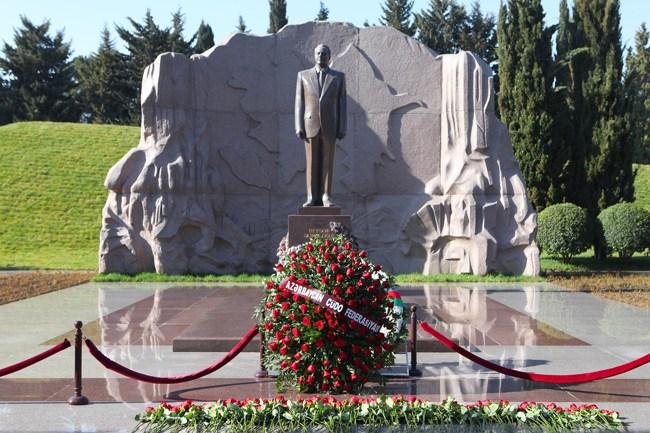 پارک مفاخر در باکو یکی از مکان های دیدنی تور باکو