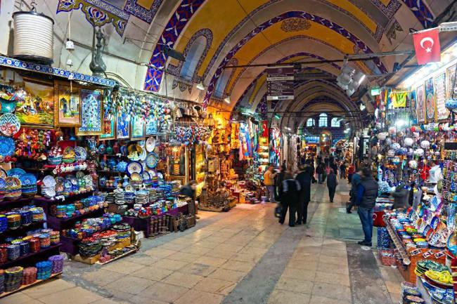 بازار بزرگ Grand baazar کوش آداسییکی از معدود بازارهای سنتی باقی مانده