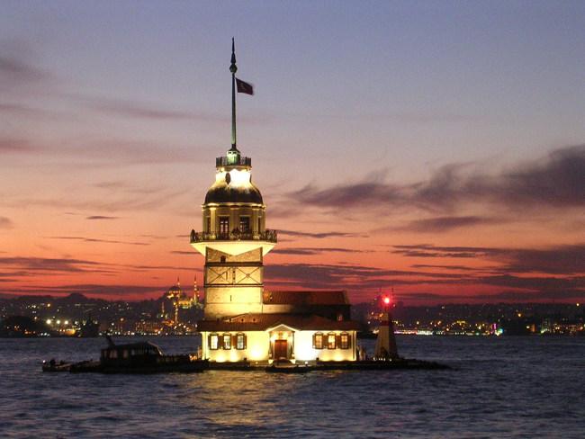 کشف افسانه ی پرنسس۱۸ساله و ناکامی دو عاشق دربرج دختر در استانبول