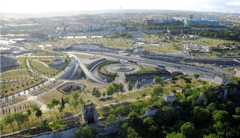 بازدید از مکان های تاریخی تور استانبول درخیابان توپ کاپی استانبول