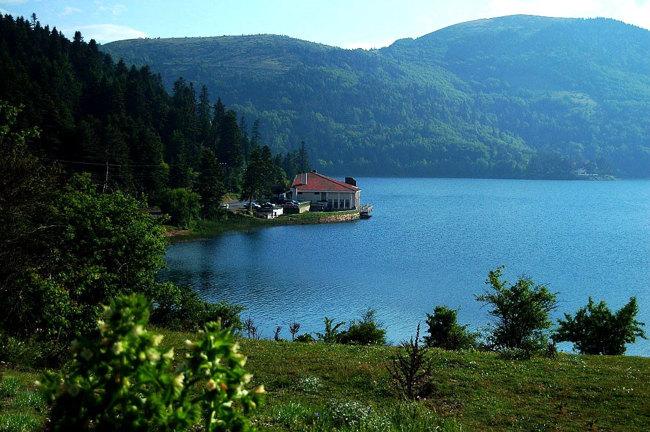 دریاچه ابانتAbant Lake استانبول آرامشی بی نظیر و رنگارنگ
