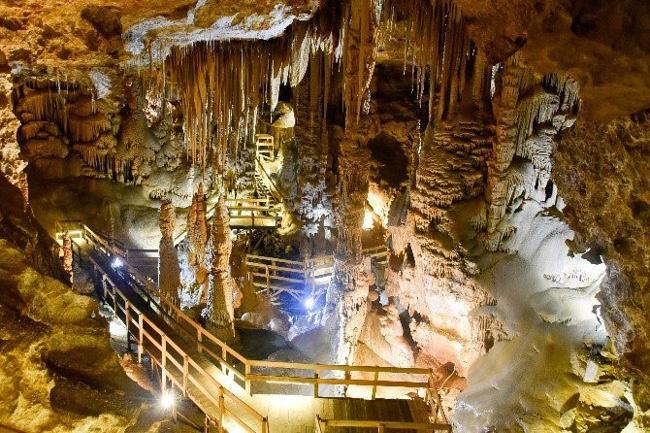 غار کاراجا کوش آداسی غاری زیبا و دیدنی برای بازدیدی لذت بخش