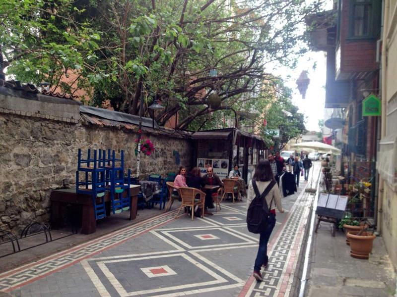 سفری همراه با خیابان گردی و خریدی به صرفه در محله کادیکوی