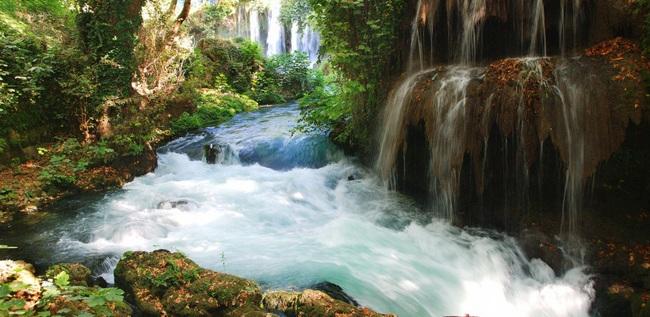 جاذبهی گردشگری آبشارهای منحصربهفرد ماناوگات در منطقه آنتالیا