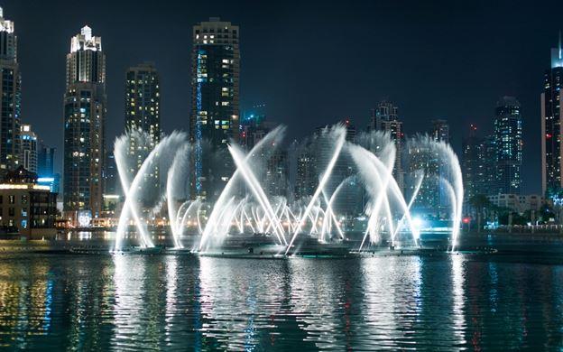 آب نمای دبی آمیزهای از هنر مهندسان آمریکایی در رقص آب با موسیقیهای مشهور دنیا