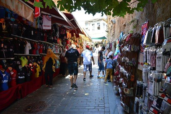 تور آنتالیا- بازارهای محلی کاله ایچی یکی از سنتیترین بازارهای شهر آنتالیا