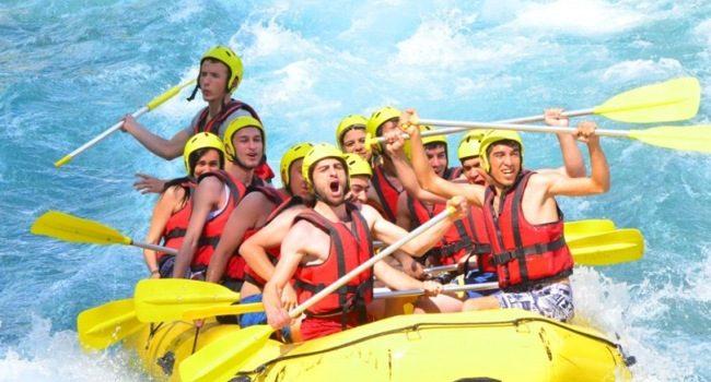 هیجان سفر خود را با رافتینگ در منطقه بلک تجربه کنید
