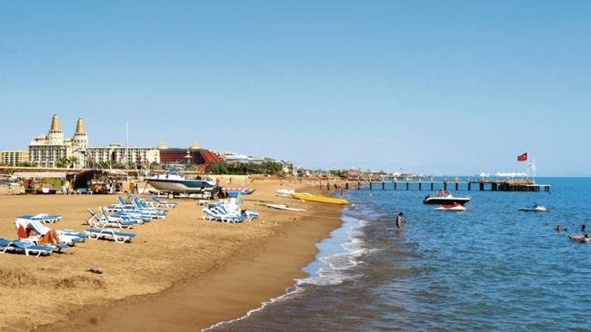 """جذابیتهای """"ساحل شنی زیبای لارا """" واقع در منطقهی آنتالیا"""