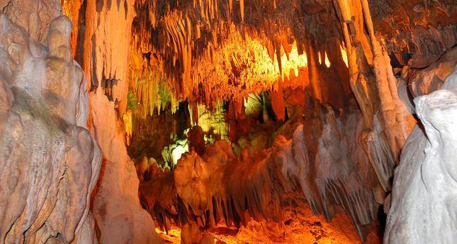 غار داملاتاش واقع در آلانیا