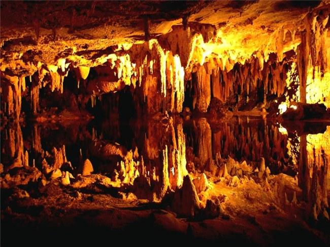 غار کارائینی در شهر آنتالیا