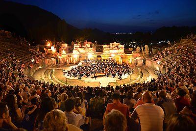 فستیوالبینالمللی ازمیر در کوش آداسی International Izmir Festival in kusadasi مکانی برای هنردوستان در تور کوش آداسی