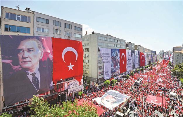 مراسم یادبود و بزرگداشت آتاتورک بنیانگذار کشور ترکیه