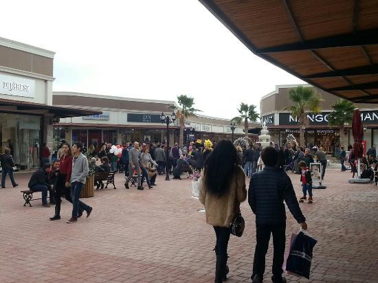 مرکز خرید ای ویام آداسی یکی از مکان های دیدنی زیبا در کوش آداسی