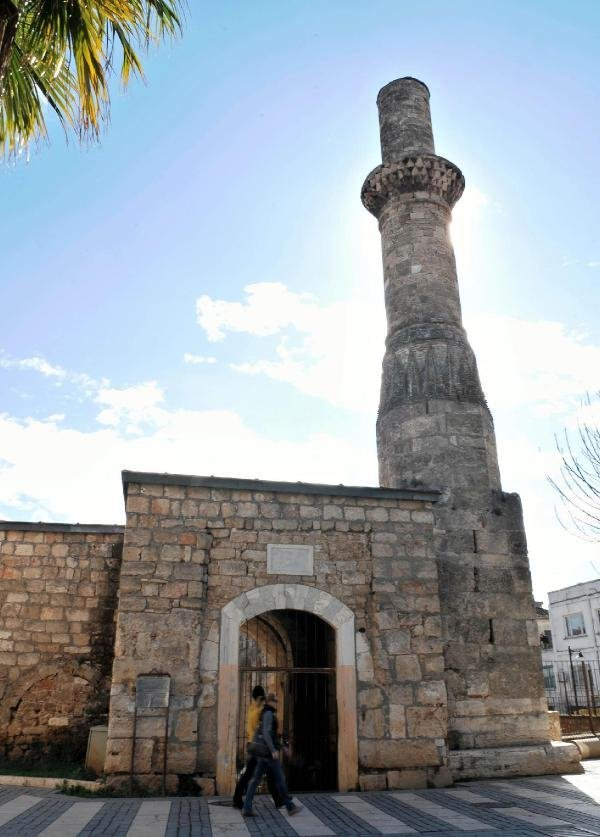 جاذبه گردشگری آنتالیا؛ تاریخچه مناره شکسته