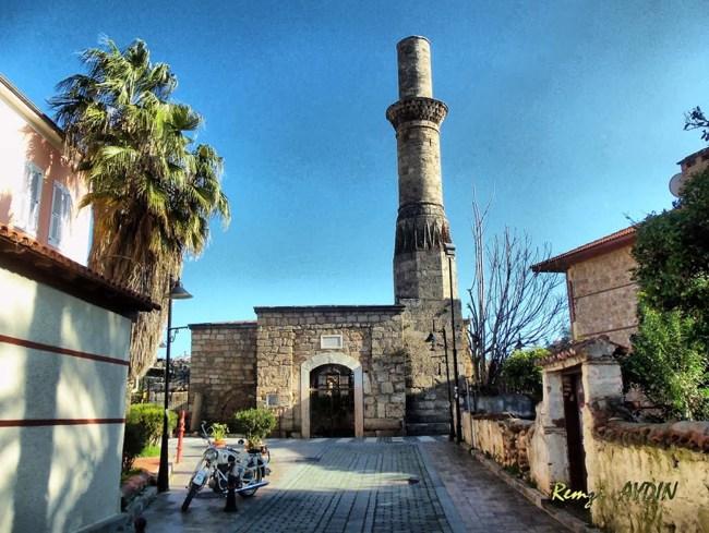 کسیک مناره آنتالیا یادگاری از دوران تسلط رومیها که در ترکیه قرار دارد
