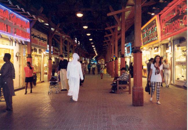 بازار کرامه Al karama دبی مکانی برای خرید کالاهای ارزان در دبی