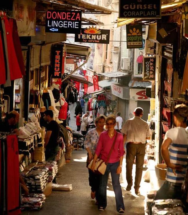 لذت از خرید ارزان در بازار محمود پاشا استانبول