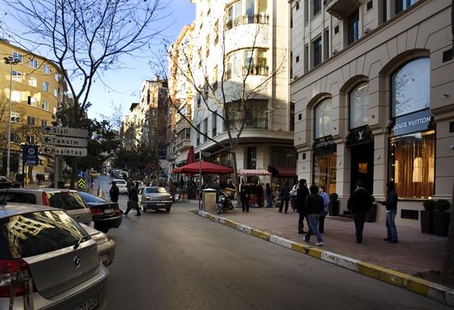خیابان عثمان بی استانبول محبوب ترین نقطه جهان برای خانمهای خوش سلیقه