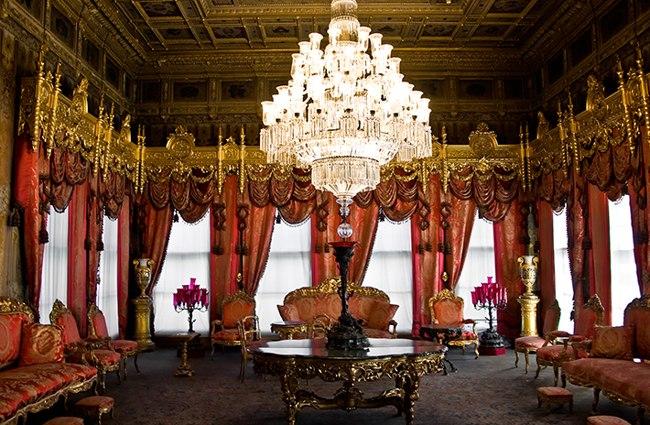 قصر دلمه باغچه استانبول مجللترین کاخ دوره عثمانی و میراث بر جای مانده از این حکومت باشکوه