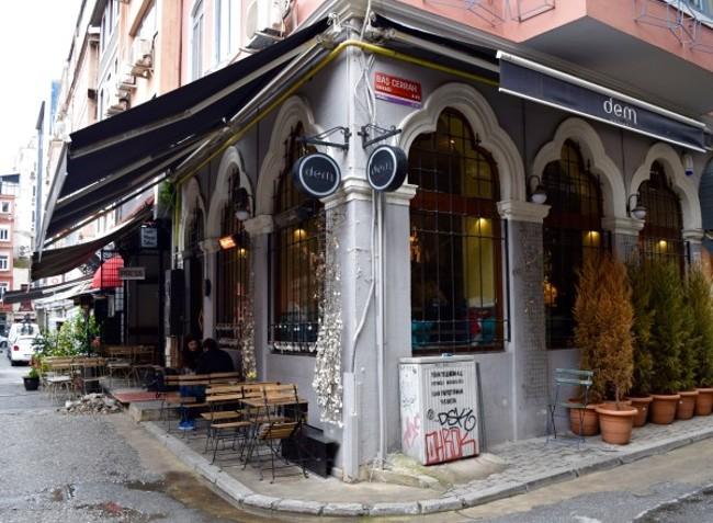 محله کاراکوی استانبول، در قلمرو برج گالاتا