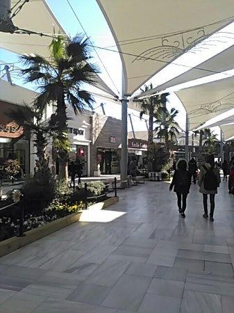مرکز خرید ویاپورت مارینا مجموعهای بینظیر از شناختهشدهترین برندهای دنیا