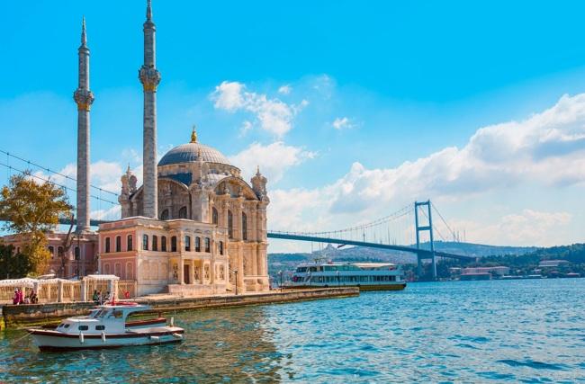 مسجد اورتاکوی استانبول نیایشگاه ساحلی با جلوهای سلطنتی