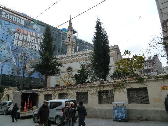 مسجد حسین آقا استانبول، سادهترین مسجد تاریخی استانبول