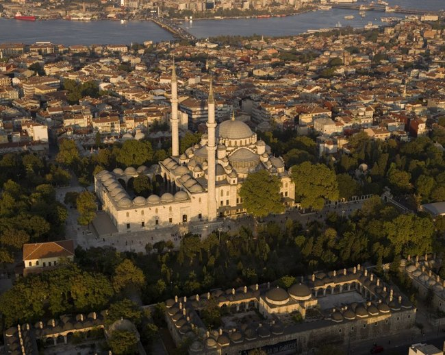 مسجد فاتیح استانبول همزیستی اسلام و مسیحت