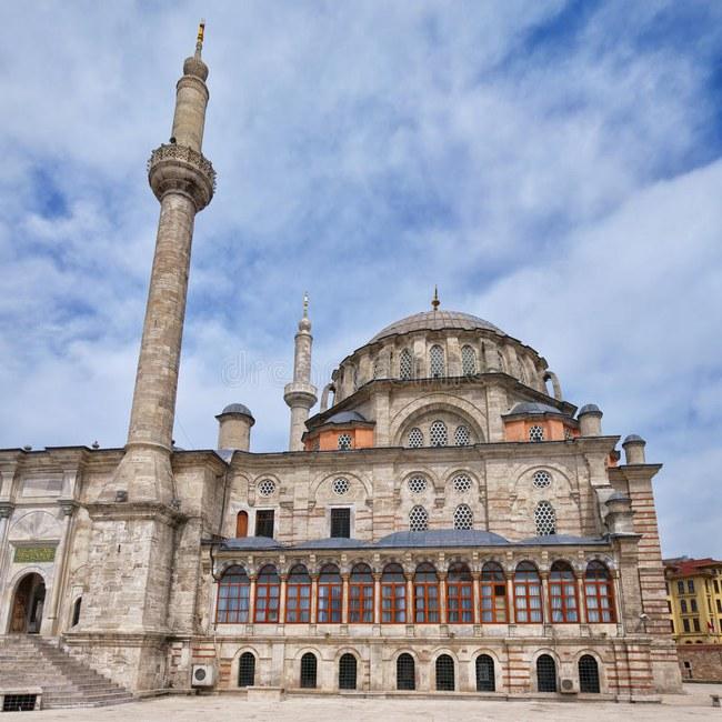 مسجد لاله لی نماد معنویت و آرامش شهر استانبول