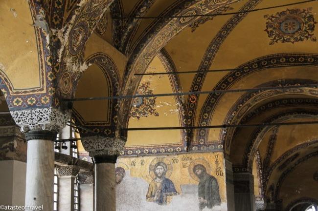 موزه ایا صوفیه استانبول یکی از شگفتیهای جهان که شما را به دل تاریخ شهر استانبول میبرد