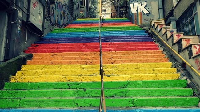پلههای رنگی استانبول دلیلی برای لبخند