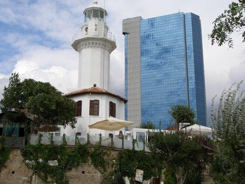 فانوس دریایی یشیل کوی استانبول یک رستوران غذاهای دریایی بینظیر