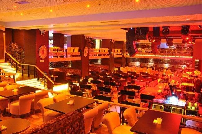کلوب صحنه استانبولistanbul sahne club بهترین مکان برای تفریح شبانه با خوانندگان مشهور